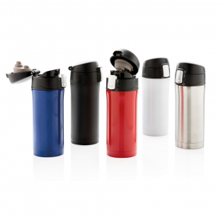 Double wall stainless steel vacuum mug that keeps your drink warm for up to 5 hours or cool up to 15 hours. The lid is lockable and therefore avoids any risk of leaking or spilling. The lid is easy to keep clean for optimal hygiene and can even be washed in the dishwasher. The unique design of the mug allows you to drink conveniently and safely with one hand directly from the mug. The size of the mug is suitable to place in any car drink holder. Capacity: 300 ml.