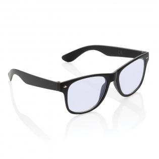 Diese Acryl-Blaulichtfilter-Brille filtert die Menge an blauem Licht von Computerbildschirmen, Tablets und Mobiltelefonen und verringert so die Menge an blauem Licht, die Ihre Augen verarbeiten müssen. Das Tragen einer Blaulichtbrille hilft gegen trockene Augen, verschwommenes Sehen und verringert die Belastung Ihrer Augen. Perfekt im Büro oder zu Hause. Größe passt für die meisten Erwachsenen.