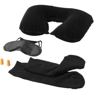Set avec masque, bouchons anti-bruit, un oreiller gonflable et chaussettes de voyage dans une pochette transparente. Marquage uniquement la pochette (impossible sur les composants).
