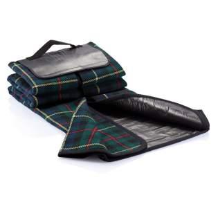 Couverture de style traditionnel, dimensions 130x145cm, dessus en acrylique tissé 120gr écossais, dessous imperméable en PVC 1110gr.