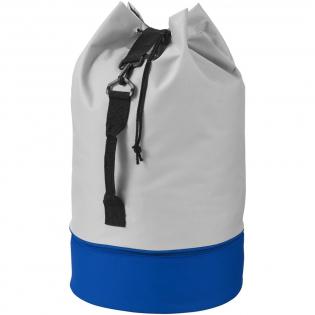 Sac polochon tendance avec fermeture à cordon, poignée latérale et bandoulière réglable. Avec compartiment de couleur inférieur zippé.