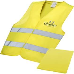 Warnweste Klasse 2, geeignet für Personen zwischen 165-180 cm. Wird in einem Beutel in derselben Farbe mit den Maßen 21 x 17 cm geliefert. Große Dekorationsfläche auf der Vorder- und Rückseite der Weste sowie auf dem Beutel. Warnkleidung für den professionellen Einsatz. Fluoreszierender Hintergrund und reflektierendes Band. Spezifikation EN ISO 20471:2013+A1:2016. Diese Kleidungsstücke tragen das CE-Zeichen, um die Einhaltung der EU-Verordnung 2016/425/EU-Persönliche Schutzausrüstung Kategorie II nachzuweisen.