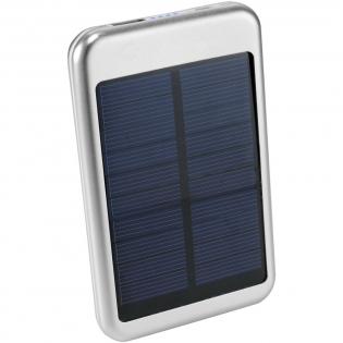 De Bask Solar powerbank is ideaal voor op de camping of voor een dagje op het strand. De powerbank heeft een capaciteit van 4000 mAh met een output van 5V/1A. Werkt op zonne-energie en kan daarnaast worden opgeladen met de meegeleverde micro-USB-USB kabel die ook kan worden gebruikt voor het opladen van apparatuur met een micro-USB ingang.