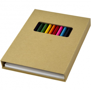 12 kleurpotloden, 10 kleurplaten, en 40 blanco witte pagina's, om tekeningen op te maken. Decoratie kan niet worden geplaatst op de losse onderdelen.