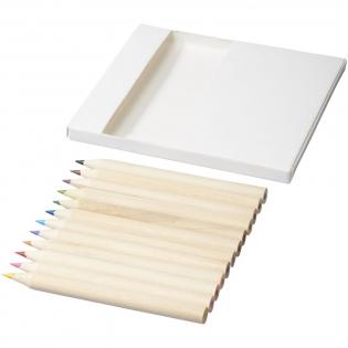 12 kleurpotloden en 10 doodle kaarten. Decoratie kan niet worden geplaatst op de losse onderdelen.
