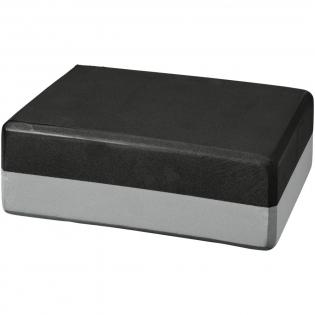 Tweekleurig lichtgewicht, veelzijdig yogablok dat ideaal is voor extra stabiliteit en rekbaarheid in yogahoudingen. Heeft afgeronde randen en hoeken voor extra comfort en een gemakkelijkere handgreep. Verkrijgbaar in een bijpassende reeks van kleuren die passen bij of contrasteren met uw yogamat. Groot decoratievlak op het blok. Maat: 23 x 15 x 7,6 cm.