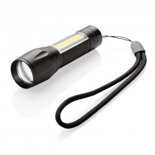 Im Taschenformat haben Sie nun eine LED und COB Leuchte mit einem Lichtstrahl von bis zu 85m. Das 3W LED Licht erzeugt 65 Lumen, die COB Leuchte 37 Lumen. Mit Zoomfunktion und 3 Lichtmodi: hell, 50% und blinkend. Wird inkl. Batterien geliefert.