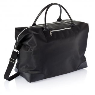 Microfibre weekend bag with zipper, one compartment with front pocket and zipper, handles and separate shoulder strap.