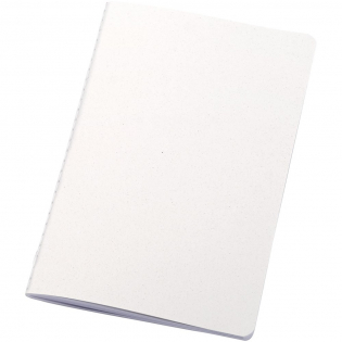 Lichtgewicht en flexibel notitieboek voor dagelijkse notities. De kaft is FSC-gecertificeerd en gemaakt van maïsresten (15%) en 40% van de consument afkomstig gerecycleerd afval. Uitgevoerd met zichtbare witte Singer-steken op de rug en bevat 80 vellen, 70 g/m2 100% FSC-gerecycleerd wit papier met een gelijnde lay-out. Gemaakt in Italie.