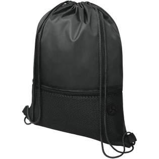 Sac à dos avec cordon comprenant un compartiment principal avec fermeture à cordon de couleur assortie. Dispose d'une poche zippée avant en maille filet et d'une ouverture pour passer vos écouteurs. Capacité de charge maximale de 5 kg.