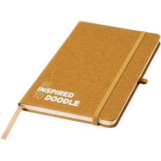 Cahier de référence format A5 avec couverture en chutes de cuir et message d'inspiration (en anglais). Comprend une bande élastique, une boucle pour stylo, un marque-pages en tissu et 80 feuilles de papier lignées de 80 g/m².