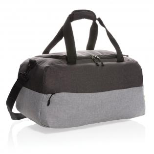 Sac week-end en rPET 600D, doublure en polyester 210D, élégant et parfait comme bagage à main ou pour un voyage d'une nuit. Le sac propose une ouverture en forme de U sur le dessus, une grande poche frontale pour un accès rapide à vos affaires et une poche anti-RFID pour votre passeport et votre portefeuille. Avec une poignée sur le dessus et une bandoulière détachable pour de nombreuses possibilités de transport.