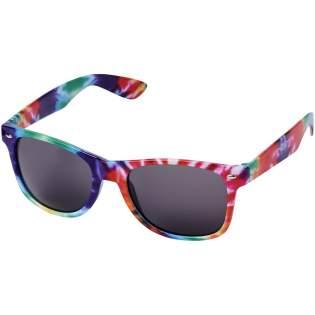 Sun Ray retrozonnebril met trendy afwerking van gemêleerde gekleurde tinten. Voldoet aan EN ISO 12312-1 en UV-400, glazen zijn van klasse 3.