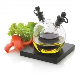 Orbit is een stijlvol mondgeblazen glazen bol waarin zowel olie als azijn (niet inclusief) bewaard kan worden. Voor de dressing van al uw salades. Geregistreerd ontwerp®