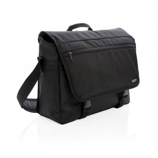 """Eine schützende Tasche aus 600D und 1680D mit modernen Details und viel Platz für all Ihre Utensilien. Mit gepolstertem 15"""" Laptopfach und 10"""" Tabletfach, sowie einem gepolstertem Schultergurt. Die Vortasche mit Reißverschluss hat ein RFID geschütztes Fach. PVC-frei"""