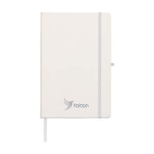 Praktisch notitieboekje in A5-formaat. Met harde RPET-cover (gemaakt van PET-flessen) en ca. 80 vel FSC-gecertificeerd, wit gelinieerd papier (70 g/m²). Met handige sluitelastiek, leeslint en pennenlus.