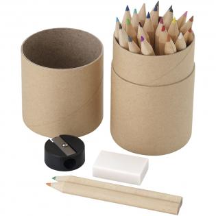 Comprenant dans une boite en carton 24 crayons de couleur, gomme et taille crayon. Marquage indisponible sur les composants.