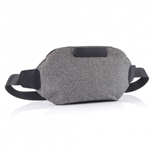 This uber-functional Bumbag transforms streetwear into the safest anti-theft bag. Features such as anti-cut material, lockable zipper and a safe 3 points buckle opening will make sure that you safely store your valuables. Wear the Urban bumbag as a belt bag, cross-body or over the shoulder for a cool and stylish look. Registered design®