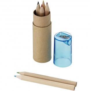 Set van 6 kleurpotloden in een kartonnen koker met kunststof deksel en puntenslijper. Decoratie is niet mogelijk op de inhoud.