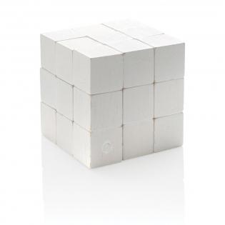 Daag jezelf uit met dit houten denkspel! Deze mooie en intrigerende puzzel is gemaakt van houten stukken die een kubus vormen. Het uit elkaar halen van de kubus is eenvoudig, maar het weer in elkaar zetten is een ander verhaal!De puzzel is een genot om mee te spelen en zorgt voor hersenkrakende pret. De puzzel wordt geleverd in een canvas etui om gemakkelijk op te bergen.