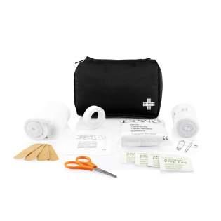 24 pièces, incluant des bandages, des gants médicaux, une paire de ciseaux et une bande dans une pochette en nylon, conforme à la norme EN 13485:2003, les éléments sont emballés à plat afin que le kit puisse entrer dans une boîte aux lettres, poids 200g.