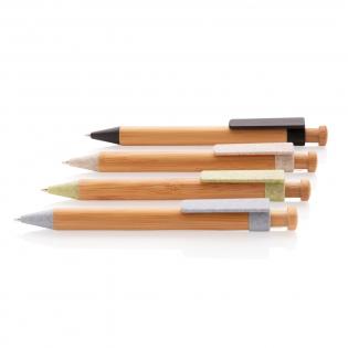 Stylo en bambou  avec clip en fibre de paille de blé (composition : 60% de paille de blé et 40% ABS). Encre bleue Dokumental® de fabrication allemande pour +/- 1200m d'écriture et bille en carbure de tungstène assurant une écriture régulière.