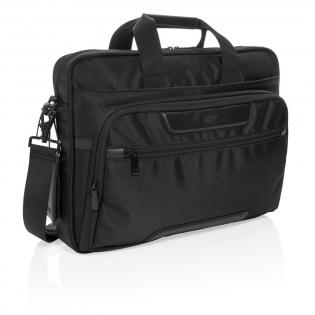 Maak het dagelijkse reizen een beetje eenvoudiger en een stuk stijlvoller met deze laptop tas. De tas is gemaakt van duurzaam 1680D polyester met rijke PU-details en heeft meerdere opbergvakken. Naast het ruime hoofdvak heeft deze tas een gewatteerde 15,6-inch laptopcompartiment en een extra ritsvak om je dagelijkse benodigdheden in op te bergen. Andere kenmerken van deze tas zijn een USB-uitgang, RFID-zakken, penlussen en een afneembaar bagagelabel. Buitenkant: 100% 1680D polyester. Voering: regulier 210D polyester