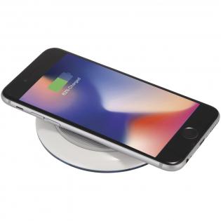 Met de Qi Wireless oplaad station kunt u uw smartphone zonder kabels opladen. Ondersteunt draadloos opladen tot 1A voor apparaten zoals (maar niet beperkt tot): iPhone 8 / 8Plus / X * Samsung Galaxy Note5 / S6 / S6 Edge / S6 Edge + / S7 / S7 Edge / S8 / S8 + * Google Nexus 5/6 / 7 * HTC Droid DNA, 8X * LG G3 / G4, Lucid 2/3 * Nokia Lumia 920/930 *. Als een iPhone-model wordt opgeladen met draadloze technologie die ouder is dan de iPhone 8, is een externe Qi-standaard draadloze oplaadontvanger of ontvanger behuizing vereist. Dit item heeft Qi-certificering.