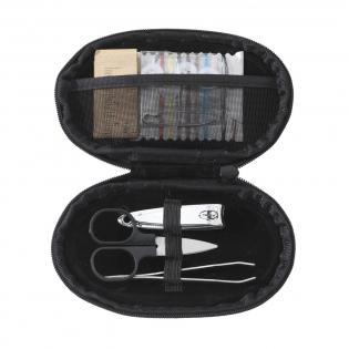 Näh-/Manikürset mit Nagelknipser, Schere und Pinzette. Im Etui aus 600D Nylon.