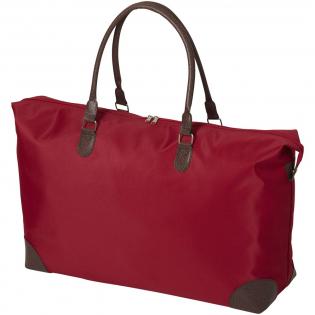 Reisetasche mit großem Reißverschluss Hauptfach und Druckknöpfen an beiden Enden. Die dunkelbraunen PVC-Tragegriffe und geben dieser Tasche einen klassischen Look. Bodenverstärkung aus Pappe, sorgt für guten Halt Ihrer Kleidung und Ausrüstung.