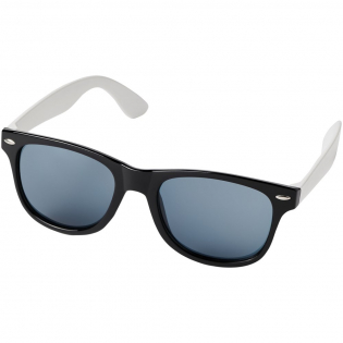 Sun Ray retro design sunglasses with white temples for large decoration options. Compliant with EN ISO 12312-1 and UV 400, lenses are graded as category 3.