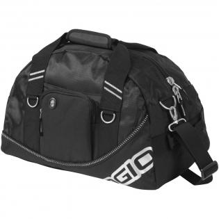 Exclusief ontworpen tas met ritsvak, zijgreep en verstelbare schouderband.
