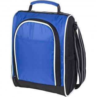 Un sac-repas pratique et durable doté d'un compartiment principal isotherme zippé et de poches en filet sur les côtés. Il est également doté d'une poignée courte et d'une bandoulière réglable.