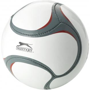 Speciaal ontworpen voetbal van zeer goede kwaliteit met 3 lagen. Het nieuwe 6-vlaks ontwerp biedt veel ruimte voor decoraties. Maat 5. Verpakt in een polybag met handleiding. Exclusief ontwerp.