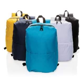Praktisch und schlicht mit gradlinigem Design hat dieser Rucksack aus strapazierfähigem Polyester ein großes Hauptfach, sowie eine Vortasche für weitere persönliche Kleinigkeiten und zwei Seitentaschen für zum Beispiel einen Schirm oder eine Trinkflasche. PVC-frei.