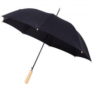 Automatisch openende paraplu met een gerecycled PET pongé polyester scherm. De stevige metalen schacht en het hoogwaardige frame met glasvezel ribben bieden flexibiliteit bij winderige omstandigheden. In combinatie met het houten handvat, de punten en het gerecyclede PET pongé polyester scherm biedt het model een duurzame keuze. Verkrijgbaar in de meest diverse moderne kleuren met een groot decoratievlak op elk van de panelen en ook de houten handgreep kan worden gedecoreerd.