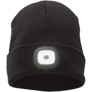 Doppellagiger Beanie. Bündchen zum Zurückschlagen. Spitze Abnäher für gute Passform. Abnehmbare & aufladbare Stirnlampe. Dieser Beanie ist aus dickem 100% Acryl Rippstrick. Ausgestattet mit einem abnehmbaren LED Licht, mit drei Helligkeitsstufen, das zum Waschen aus der Umlenkmanschette heraus genommen werden kann und mit einem USB-Kabel zum Aufladen.
