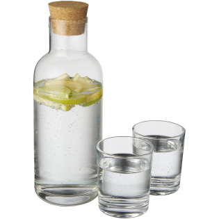 Karaf met smal design en deksel van kurk. Inhoud van de karaf is 1 L. Bevat 2 200 ml glazen. Gepresenteerd in een feestgeschenkverpakking.