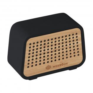 ECO 5W-Bluetooth-Funklautsprecher mit einer natürlichen Ausstrahlung dank der Verwendung natürlicher Materialien. Das Gehäuse besteht aus schwarzem Schieferzement, wobei die Vorderseite vollständig aus natürlichem Bambus besteht. Der wiederaufladbare Lautsprecher (Version 5.0) hat eine Funkreichweite von bis zu 10 Metern und eine hervorragende Klangwiedergabe. Einfach zu bedienen und mit den meisten gängigen Smartphones und Tablets kompatibel. Mit eingebautem Akku (450 mAh), der bei voller Ladung eine Spielzeit von bis zu 3 Stunden garantiert. Ausgang: 5W/4 Ohm/5V. Inklusive Mikro-USB-Ladekabel und Gebrauchsanweisung. Wird einzeln in einem Kraftkarton geliefert.