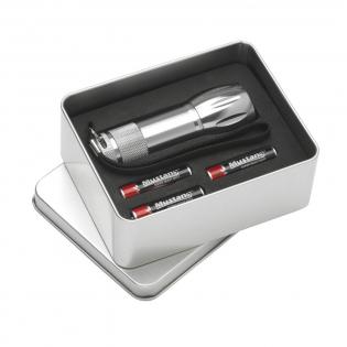 Lampe torche en aluminium avec 9 lampes LED et poignée amovible. Dim. Ø 2,7 x 9,7 cm. Inclus : piles. Par pièce dans une cassette.