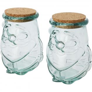 2-teiliges Set aus recyceltem Glas, bestehend aus zwei Behältern mit Korkdeckel für trockene Lebensmittel, jeweils 650 ml. Hergestellt aus 2 Glasflaschen. Recyceltes Glas wird mit weniger Energie, Rohstoffen und Additiven hergestellt als für die Herstellung von herkömmlichem Glas erforderlich. Behältergröße: Höhe 14,5 cm, Durchmesser 12 cm.