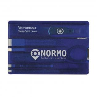 Swisscard. Dit product van Victorinox staat voor kwaliteit! In de kunststof SwissCard, die ook als liniaal (7,5 cm en 3 inches) te gebruiken is, tref je een aantal praktische voorwerpen aan: schaar, schroevendraaier, mes, nagelvijl met schroevendraaier, tandenstoker, pincet, balpen en knopspeld. Gemakkelijk mee te nemen. Afm. 8,1 x 5,3 x 0,4 cm. Per stuk in een speciaal ontworpen doosje. Afm. 12 x 12 x 0,7 cm. 76 g. Inclusief gebruiksaanwijzing en levenslange garantie.