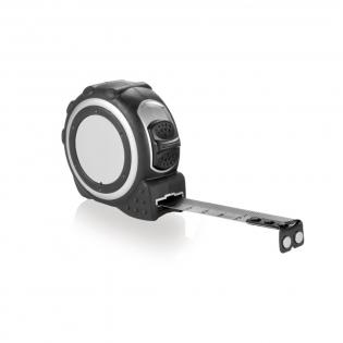 Kunststoffgehäuse in mattem Silber, mit schwarzem Gummigriff, schwarzem Gürtelclip und silbernem Sticker.