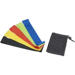 Set van 5 duurzame weerstandsbanden (60x5 cm.) met verschillende sterkten. Elk band biedt een soepele en consistente stretch. Door dat de banden extra weerstand bieden gaat de intensiviteit van de oefeningen omhoog. Te gebruiken in allerlei sporten. Inclusief opbergtasje. Afmeting en weerstand voor de verschillende banden: groen 0,35 mm/4,5 kg/10 lbs, blauw 0,50 mm/5,4 kg/12 lbs, geel 0,7 mm/7,2 kg/16 lbs, rood 0,9 mm/8,1 kg/18 lbs, zwart 1,1 mm/9 kg/20 lbs.