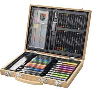 Deze set bestaat uit 12 kleuren waterverf, 12 kleurpotloden, 12 markers, 12 pastelkrijtjes, 12 waskrijtjes, pallet, lijm, gum, puntenslijper, HB potlood en penseel in een houten koffer. Decoratie is niet mogelijk op de losse onderdelen.