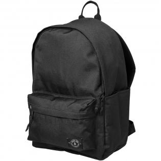 """De buitenkant van de tas is gemaakt van 100% gerecyclede waterflessen. Voorzien van een groot hoofdvak met een 13"""" laptophoes. Voorzien van padded draagbanden, een vak voor een waterflesje en een voorvak beveiligd met ritssluiting. Capaciteit: 25 liter."""