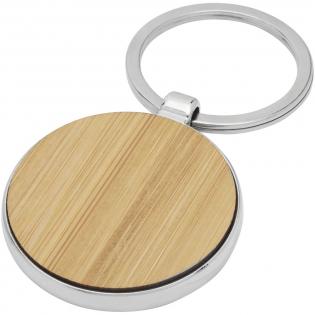 Porte-clés rond de qualité supérieure en bambou avec habillage métallique en alliage de zinc, livré dans une enveloppe en papier kraft brun. Le diamètre du porte-clés est de 4 cm. Peut être gravé.