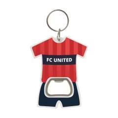 Porte-clés en forme de t-shirt de sport. Avec décapsuleur et porte-clés robuste.