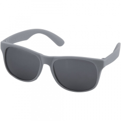 Retro design single-colour sunglasses with category 3 black lenses. Compliant with EN ISO 12312-1 and UV400.
