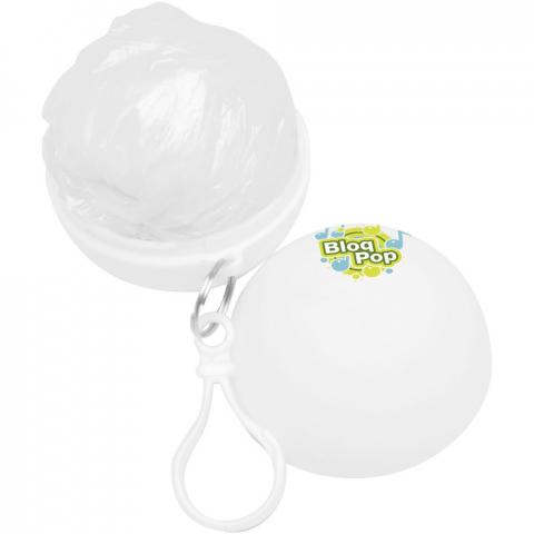 Poncho in Einheitsgröße (120 x 90 cm) mit Kapuze für unerwartete Regengüsse. In praktischer, kompakter Kugel, die an einen Schlüsselanhänger gehängt werden kann. Passt in eine kleine Tasche und ist eine großartige Ergänzung für Taschen oder Trinkgefäße. Werbeanbringung nur auf dem Behälter.